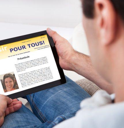 Portrait d'un homme lisant une tablette