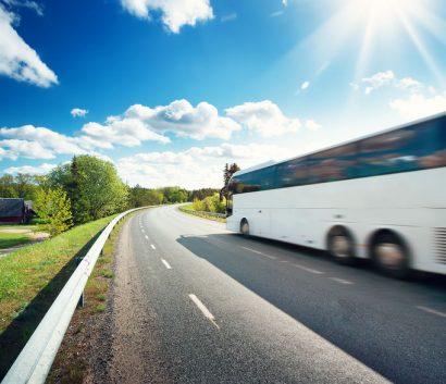 Portrait autobus sur la route