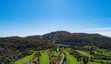 Image de la montagne Bromont en été